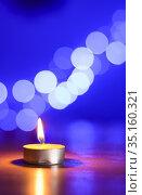 Tea candle and a bleu bokeh. Стоковое фото, фотограф Fontaine Gäel / easy Fotostock / Фотобанк Лори