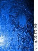Солнце светит через стекло с морозными узорами. Стоковое фото, фотограф Наталья Горкина / Фотобанк Лори