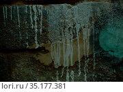 Long abstract white paint dribbles. Стоковое фото, фотограф Данил Руденко / Фотобанк Лори