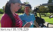 Two caucasian women playing golf one writing in a notebook. Стоковое видео, агентство Wavebreak Media / Фотобанк Лори