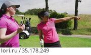 Two caucasian women playing golf one is pointing far away. Стоковое видео, агентство Wavebreak Media / Фотобанк Лори