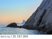 Rocks on the seashore at sunset. Стоковое фото, фотограф Юрий Бизгаймер / Фотобанк Лори