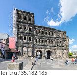 Античные ворота Порта Нигра (Черные ворота) в центре Трира в Германии (2018 год). Редакционное фото, фотограф V.Ivantsov / Фотобанк Лори