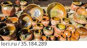 Handmade clay pots at the market for sale, Antigua Guatemala. Стоковое фото, фотограф Николай Коржов / Фотобанк Лори