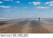 Человек на озере. Стоковое фото, фотограф Игорь Р / Фотобанк Лори