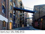 England, London, Southwark, Shad Thames. Стоковое фото, фотограф Steve Vidler / age Fotostock / Фотобанк Лори