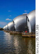 England, London, Greenwich, The Thames Barrier and River Thames. Стоковое фото, фотограф Steve Vidler / age Fotostock / Фотобанк Лори