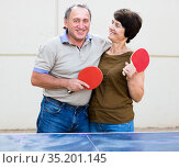 portrait of elderly couple with rackets for table tennis. Стоковое фото, фотограф Татьяна Яцевич / Фотобанк Лори