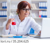 Female scientist researcher conducting an experiment in a labora. Стоковое фото, фотограф Elnur / Фотобанк Лори