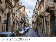 Street on the Ortygia island, historical part of Syracuse city, southeast... Стоковое фото, фотограф Konrad Zelazowski / age Fotostock / Фотобанк Лори