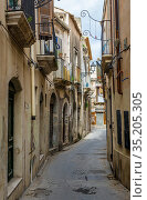 Narrow street on the Ortygia island, historical part of Syracuse ... Стоковое фото, фотограф Konrad Zelazowski / age Fotostock / Фотобанк Лори