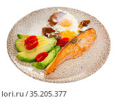 Platter with salmon fillet, avocado and scrambled eggs. Стоковое фото, фотограф Яков Филимонов / Фотобанк Лори