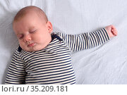 A baby sleeping in bed. Стоковое фото, фотограф Josep Curto / easy Fotostock / Фотобанк Лори