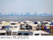 Camping by the Wadden Sea in Germany, Butjadingen, 16.08.2020. Редакционное фото, фотограф Restyler Viacheslav / Фотобанк Лори