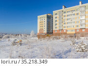 An apartment building in a winter meadow on day. Стоковое фото, фотограф Дмитрий Тищенко / Фотобанк Лори