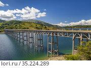 Bridge Ponte delle Stecche, Lago di Campotosto in National Park Gran... Стоковое фото, фотограф Richard Semik / easy Fotostock / Фотобанк Лори