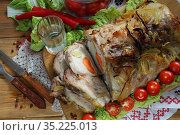 Буженина с листовым салатом,помидорами чери с водкой на деревянном фоне. Стоковое фото, фотограф Марина Володько / Фотобанк Лори