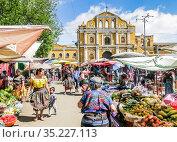 Guatemala, Sacatepequez department, Santa Maria de Jesus, village close to Antigua Guatemala, sundday market. Редакционное фото, фотограф Николай Коржов / Фотобанк Лори