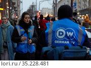 Moscow, Russia, January 23, 2021: German journalists at protests against Putin in Russia, Moscow, Tverskaya Square. Редакционное фото, фотограф Азат Хайрутдинов / Фотобанк Лори
