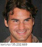 Roger Federer 8-24-07 Photo By John Barrett/PHOTOlink (2008 год). Редакционное фото, фотограф Adam Scull / age Fotostock / Фотобанк Лори