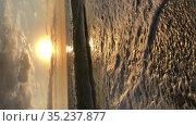 The Mediterranean sea with waves rolled up on the sandy beach at sun down. Vertical video. The Alanya resort, Turkey. Стоковое видео, видеограф Кекяляйнен Андрей / Фотобанк Лори