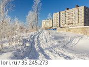 Snow trail to a new house. Стоковое фото, фотограф Дмитрий Тищенко / Фотобанк Лори