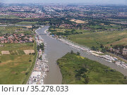 Top view of the Tiber river at its confluence with the Tyrrhenian sea near the city of Fiumicino. Italy (2014 год). Стоковое фото, фотограф Наталья Волкова / Фотобанк Лори