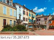 Street with historical houses in Tournus dpwntown, France. Стоковое фото, фотограф Zoonar.com/Boris Breytman / easy Fotostock / Фотобанк Лори