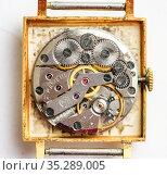 Механизм старых наручных часы Слава. Редакционное фото, фотограф Игорь Низов / Фотобанк Лори