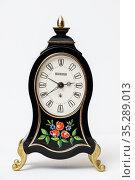 Старые часы будильнмк Blessing на светлом фоне. Редакционное фото, фотограф Игорь Низов / Фотобанк Лори