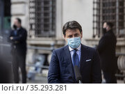 Italian outgoing Premier Giuseppe Conte addresses the media outside... Редакционное фото, фотограф Francesco Fotia / AGF/Francesco Fotia / AGF / age Fotostock / Фотобанк Лори