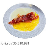 Delicious serving of pineapple and melon carpaccio with thinly sliced prosciutto. Стоковое фото, фотограф Яков Филимонов / Фотобанк Лори