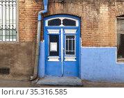 Vintage blue white wooden door in yellow brick wall. Стоковое фото, фотограф EugeneSergeev / Фотобанк Лори