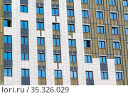 Facade insulation works for a residential building, Russia (2017 год). Стоковое фото, фотограф Володина Ольга / Фотобанк Лори