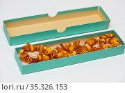 Старинные Бусы из янтаря в коробке. Стоковое фото, фотограф Игорь Низов / Фотобанк Лори