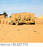 In africa sudan in the desert the old station six and his empty buildings... Стоковое фото, фотограф Zoonar.com/lkpro / easy Fotostock / Фотобанк Лори