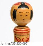 Японская, деревянная, кукла Кокэси на белом фоне. Стоковое фото, фотограф Игорь Низов / Фотобанк Лори