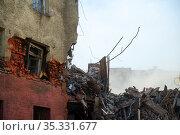 Pile of demolition rubble. Gray rubble at a building site. Concrete rubble debris on construction site. Стоковое фото, фотограф Александр Сергеевич / Фотобанк Лори