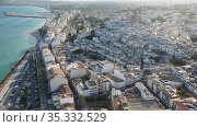 Aerial view of cityscape of Spanish city of Altea on Mediterranean Costa Blanca in sunny fall day, province of Alicante. Стоковое видео, видеограф Яков Филимонов / Фотобанк Лори