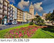 'Micalet' belfry and cathedral. Plaza de la Reina. Valencia. Comunidad... Стоковое фото, фотограф Javier Larrea / age Fotostock / Фотобанк Лори