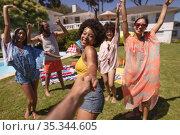 Diverse group of happy friends having fun dancing at a pool party. Стоковое фото, агентство Wavebreak Media / Фотобанк Лори