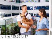 woman with boy visiting pet shop in search of new exotic fish. Стоковое фото, фотограф Яков Филимонов / Фотобанк Лори