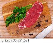 Piece of beef with peas of bitter pepper and parsley. Стоковое фото, фотограф Яков Филимонов / Фотобанк Лори