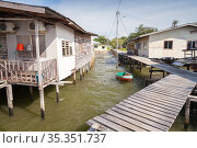 Street view of the poor district of Kota Kinabalu, Sabah, Malaysia (2019 год). Стоковое фото, фотограф EugeneSergeev / Фотобанк Лори