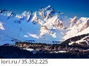 Valley of Courchevel with mountain peaks in sun (2020 год). Стоковое фото, фотограф Сергей Новиков / Фотобанк Лори