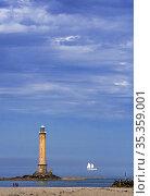 Phare de La Hague / Phare de Goury lighthouse and two-master sailing ship near Auderville, Cap de La Hague, Cotentin peninsula, Lower Normandy, France. August 2020. Стоковое фото, фотограф Philippe Clement / Nature Picture Library / Фотобанк Лори