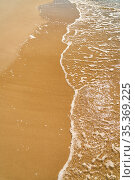 Ufer mit Wasser und Gischt am Sand Strand der Ostsee im Sommer. Стоковое фото, фотограф Zoonar.com/Robert Kneschke / age Fotostock / Фотобанк Лори