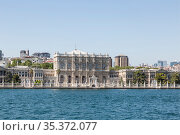 Dolmabahce, the palace of the Ottoman sultans on the shore of the Bosphorus Strait. Istanbul, Turkey (2015 год). Стоковое фото, фотограф Наталья Волкова / Фотобанк Лори