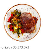 Grilled veal steak with braised vegetables. Стоковое фото, фотограф Яков Филимонов / Фотобанк Лори