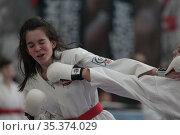 Соревнования по карате среди девочек. Редакционное фото, фотограф Дмитрий Неумоин / Фотобанк Лори